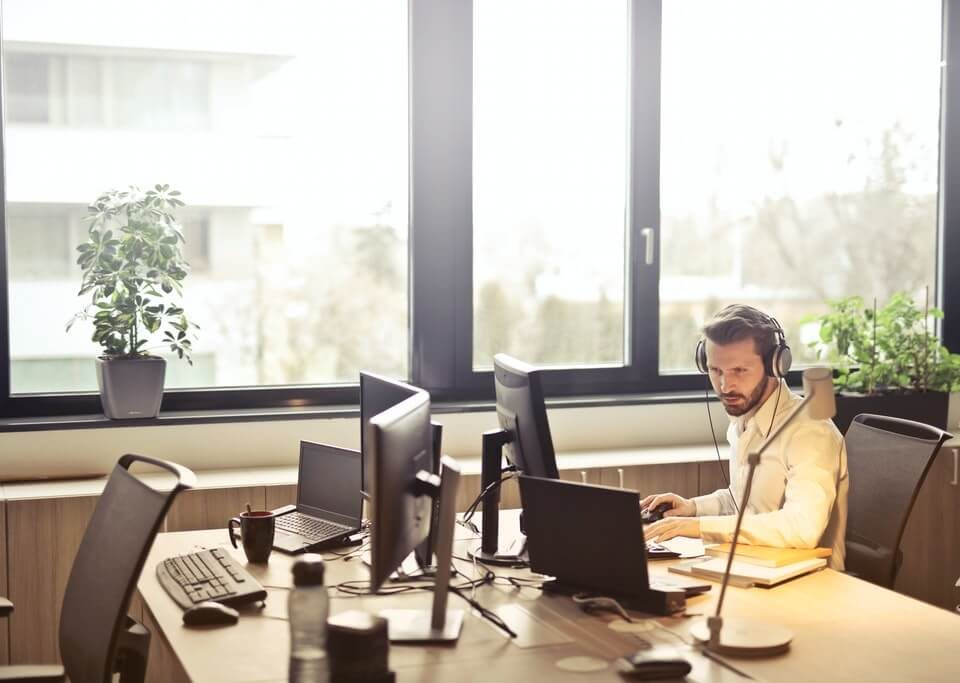 Ecommerce live chat support: What is it, and how it can help you grow